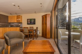 Garden-Court-Queenstown-accommodation--one-bedroom-balcony-CC