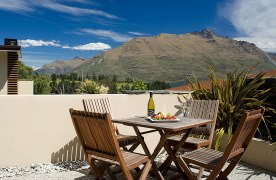 Garden-Court-Queenstown-accommodation-one-bedroom-courtyard GG