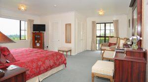 Lake Taupo Luxury Bed & Breakfast, The Pillars Retreat