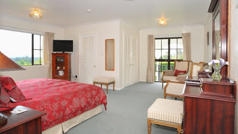 Lake Taupo Luxury Bed & Breakfast, The Pillars Retreat